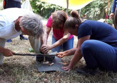 Impressionen Natur Pur Wildniscamp Teamarbeit Feuerbohren